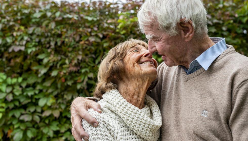 PAR I HJERTER: De elsker hverandre, og hagen, Titteliten og Johan, som har vært kjærester i 37 år og gift i 27.