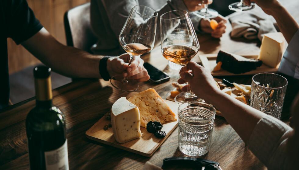 Skal du velge vin til osten? Eller skal tilbehøret få bestemme? Foto: Scanpix/Shutterstock