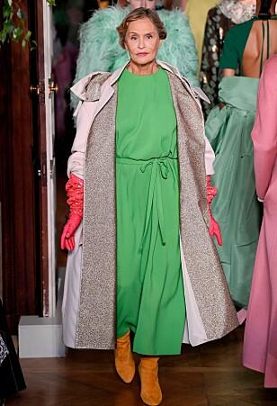 Den 75 år gamle skuespilleren og modellen Lauren Hutton gikk catwalk for Valentino høst. Dessuten er hun Gunn-Helen Øye sitt forbilde. Foto: Scanpix