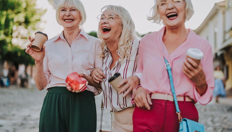 Slik ser markedsførernes nye drømmekunder ut: Med sølvgrått hår og lyst til å få mest mulig ut av livet. Penger i banken har de ofte og. Foto: Scanpix/Shutterstock