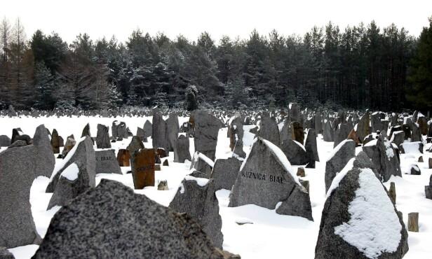 MONUMENTER: I dag er det ingenting igjen etter konsentrasjonsleiren Treblinka i Polen. I dag står minnesmerker igjen etter de som mistet livet her under 2. verdenskrig. Foto: Assaf Shilo/REX/NTB Scanpix
