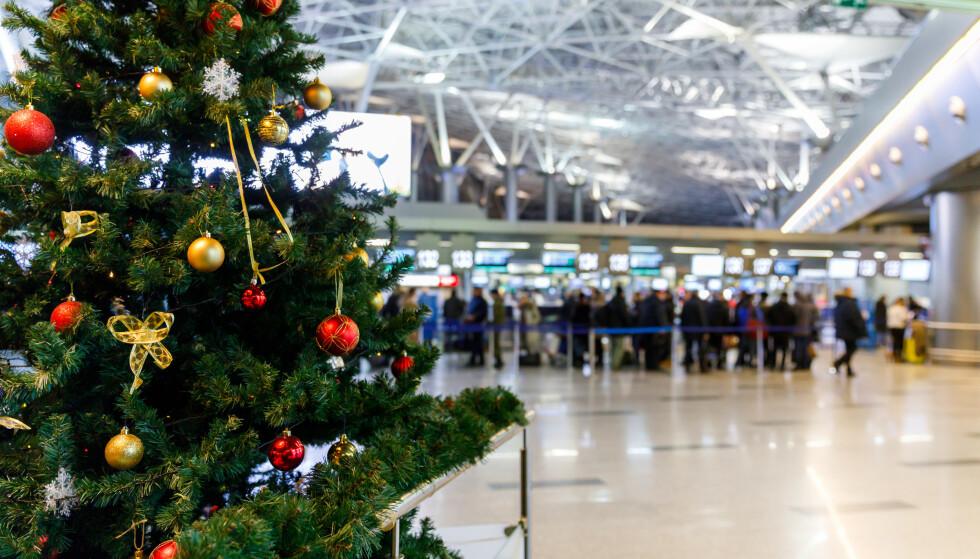 FLYJUL: Jeg kan nesten ikke tenke meg verre sted å starte juleferien enn på en flyplass. Foto: Shutterstock/NTB Scanpix