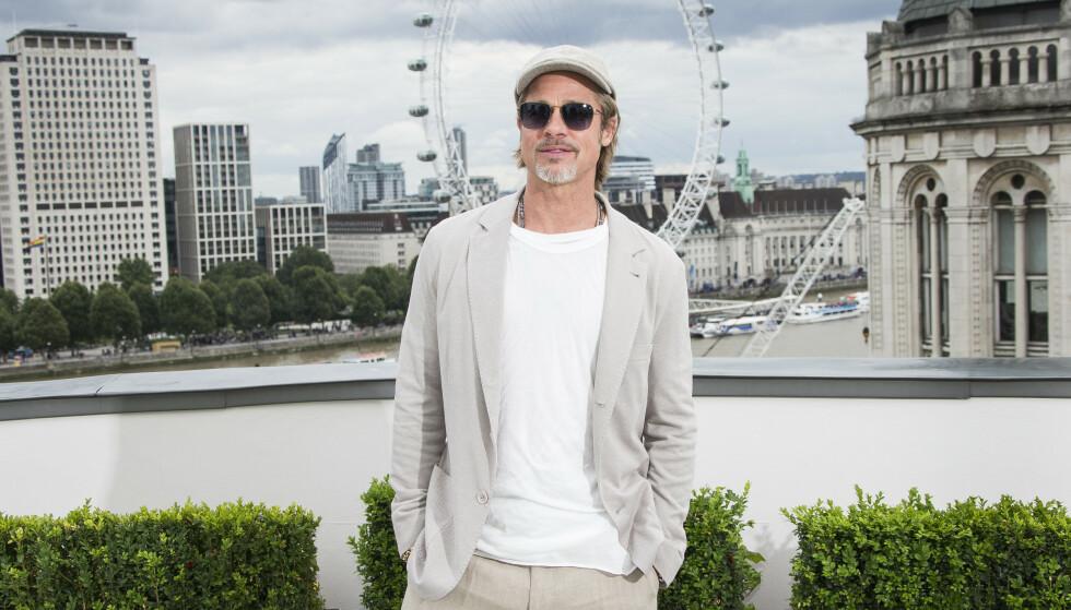 MANN FOR SIN HATT: Brad Pitt er ofte å se med six pence og andre hatter på hodet, i kombinasjon med et ellers så enkelt antrekk. Foto: NTB Scanpix