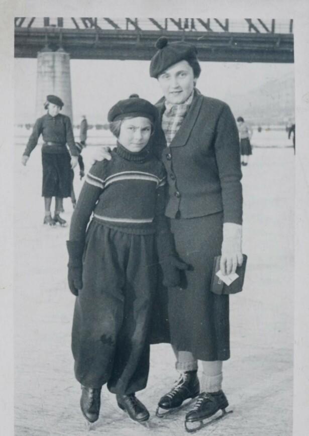 Sporty minne: Handula og Hana, Janas mor og mormor, på skøytebanen i Dejvice, Praha, cirka 1936.  Foto: Privat
