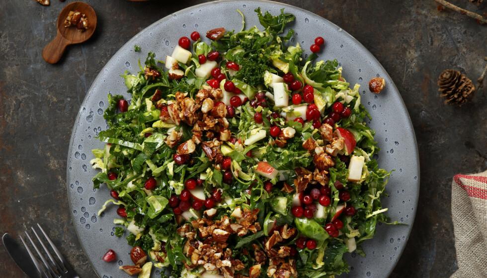 Rosenkålsalat: Server salaten til julematen, eller spis den alene som en enestående rett. Foto: Mari Svenningsen, frukt.no