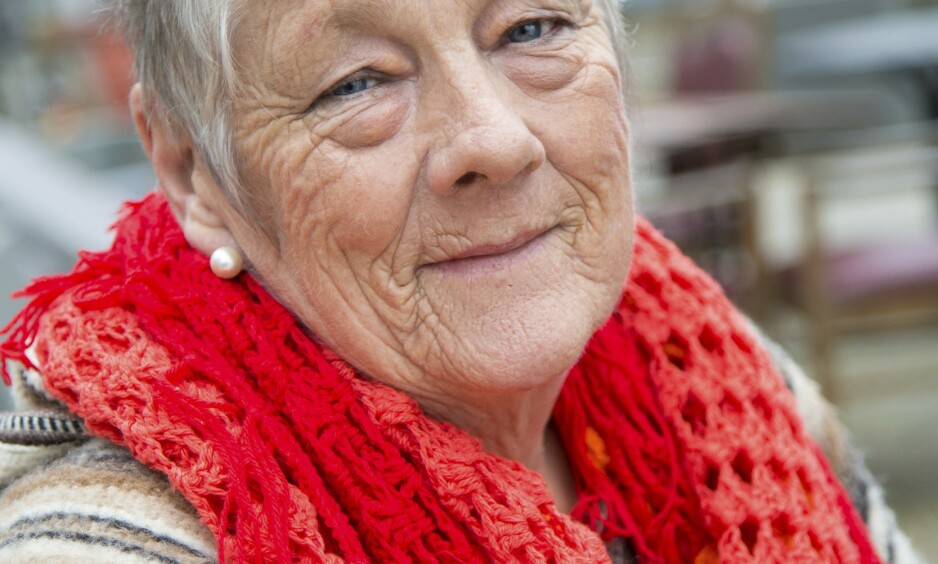 STORT HJERTE: – Legen sier det er blitt for stort for kroppen, det pumper dårlig. Jeg har det for meg hver gang – siste besøk hjemme, sier Inger som er på julebesøk i gamlelandet.  Foto: Siv-Elin Nærø