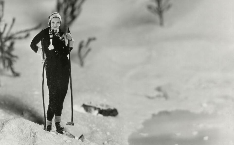 Mormor var alltid så velkledd at onkelen min husker hvor stolt han ble hver gang hun hentet ham på skolen. Jeg ser for meg at hun så omtrent sånn ut på skitur innover Isdalen i Bergen. Hun insisterer på at hun ikke pyntet seg. Foto: Shutterstock/NTB Scanpix
