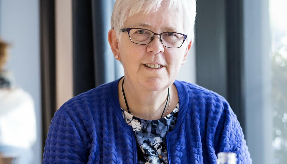 KREVENDE. Ansikt til ansikt går det bra å ha en samtale, men Elin Hopland unngår gjerne steder med mye bakgrunnsstøy. Foto: Silje Katrine Robinson