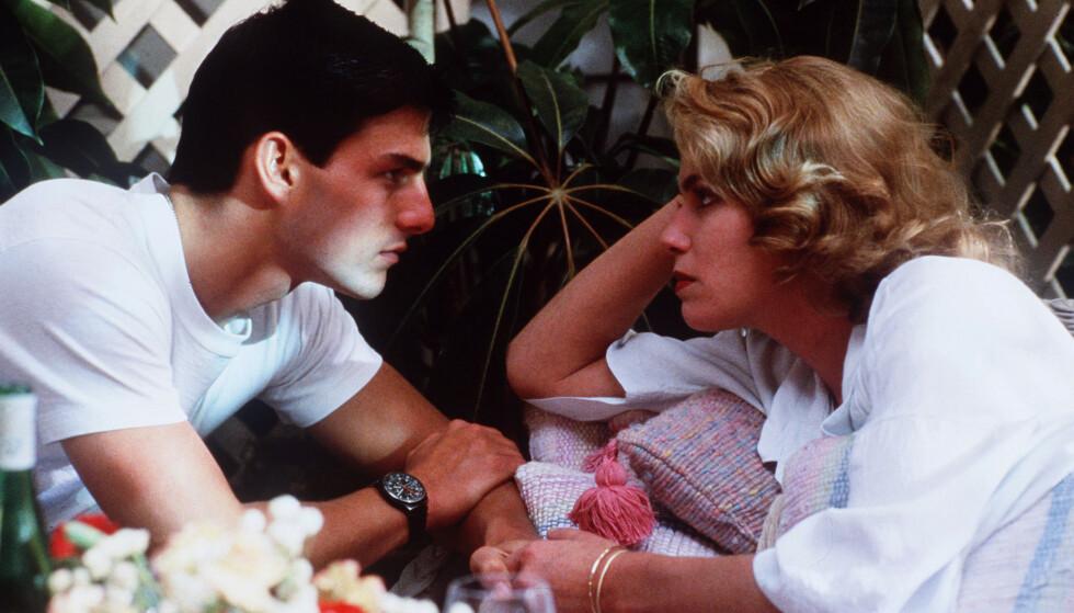 KJÆRLIGHET: Tom Cruise som jagerflypiloten «Maverick» og Kelly McGillis som legen Charlie finner tonen i Top Gun. Foto: NTB Scanpix