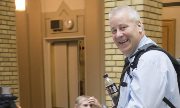 Bård Hoksrud fotografert i Stortingets vandrerhall med sin faste last. Foto: NTB Scanpix