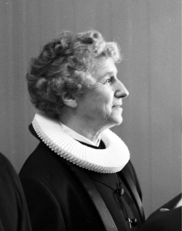 <strong>FIKK TRUSSELBREV:</strong> Ingrid Bjerkås møtte sterk motstand. Både hun og familien fikk trusselbrev da hun ble landets første kvinnelige prest. Foto: NTB Scanpix