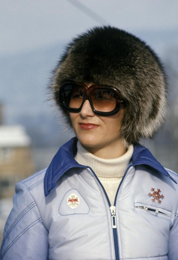 MOTEPRINSESSE: Kronprinsesse Sonja ser alpint under mesterskapet Holmenkollen Kandahar i Kirkerudbakken i 1975. Foto: Jan Dahl / NTB / SCANPIX