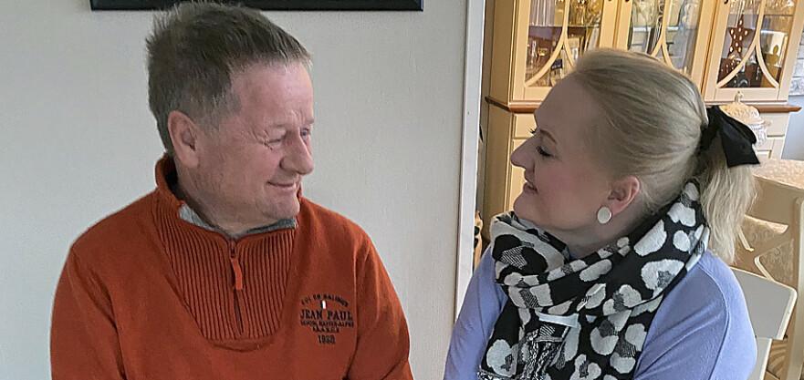 GOD KONTAKT. Tonje besøker sin far så ofte hun kan. Hun er opptatt av åpenhet rundt demenssykdommen. Foto: Privat