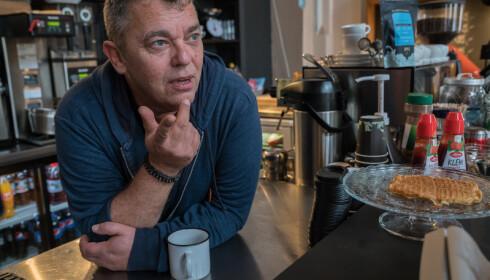 MANGE SLITER: Trond Henriksen forteller at de har måttet stenge kafeen til Kirkens Bymisjon i Halden i forbindelse med coronaviruset. - Det er vanskelig for mange som trenger møteplassen, sier han. Foto: Kirkens Bymisjon