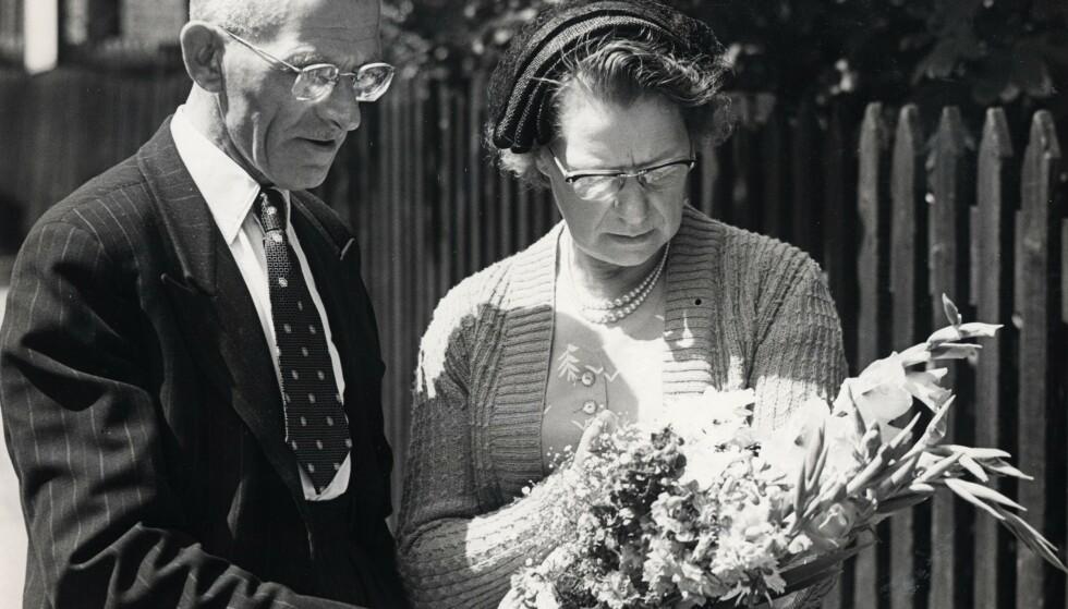 Ruths foreldre Arthur og Elizabeth Neilson ankommer fengselet for å besøke sin datter for aller siste gang. Foto: Reg Warhurst/Daily Mail/REX/NTB Scanpix
