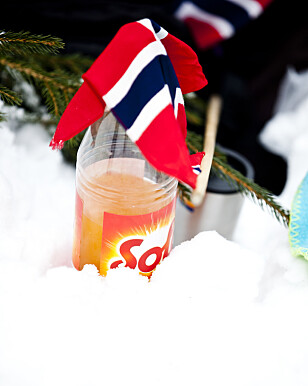 IDRETTSBRUS: Solo og det norske flagget fotografert i Holmenkollen under Ski-VM i 2011. Foto: Sara Johannessen/NTB Scanpix