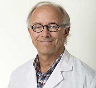 Nevrolog Einar Kinge har skrevet flere vitenskapelige artikler om restless legs. Foto: Sandvika nevrosenter
