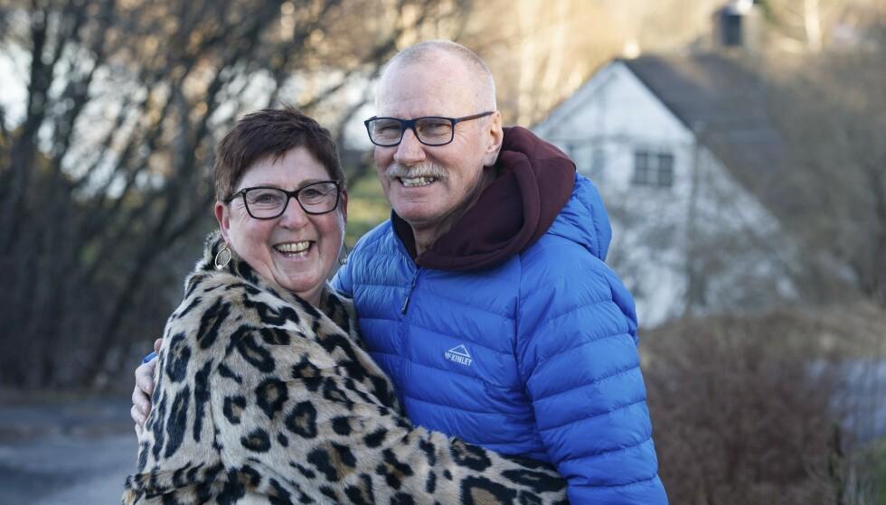 Lisbeth og Gunnar har vært glad i å reise, og har vært på mange turer etter at Gunnar ble syk. – Det at Gunnar fikk en diagnose tidlig har gjort at vi kunne utnytte tiden maks, mener Lisbeth. FOTO: ANDERS BERGERSEN