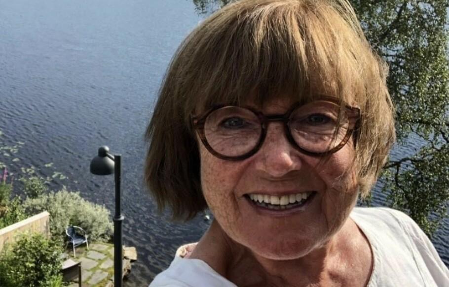 STERK GRUNNET SYKDOM: Alis Lorentzen (75) har levd hele livet med smerter. Hun forteller at sykdommen har gjort henne sterk. Foto: Privat