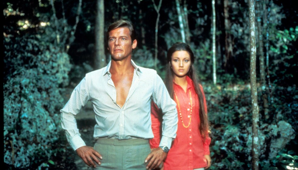 UNG BOND-PIKE: Roger Moore og Jane Seymour i Live And Let Die. Foto: Moviestore REX NTB Scanpix