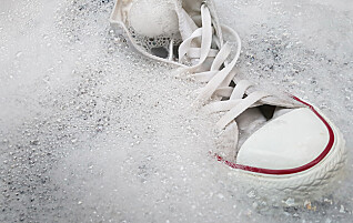 Triksene som fjerner flekker på hvite joggesko