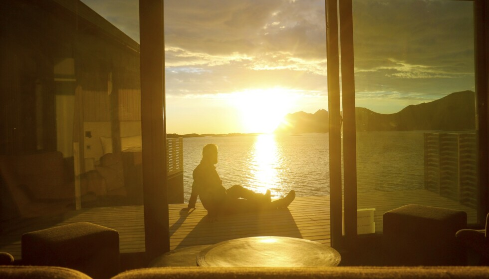 MIDNATTSSOL: Ingen grunn til å «sova bort sumarnatta» på Senja. Øya er ikke preget av sterke turiststrømmer, her er det god plass både til sjøs og i fjellet. Foto: Runar Larsen