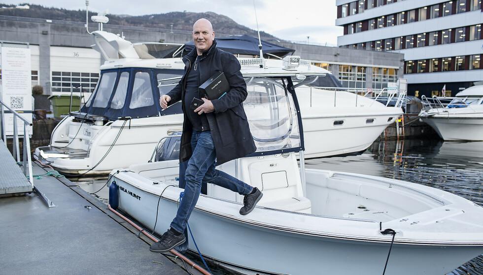 TEKNOLOGI FOR BÅT. Paal Kaperdal har grunnlagt bedriften med utgangspunkt i sin egen båtinteresse. Foto: Silje Katrine Robinson