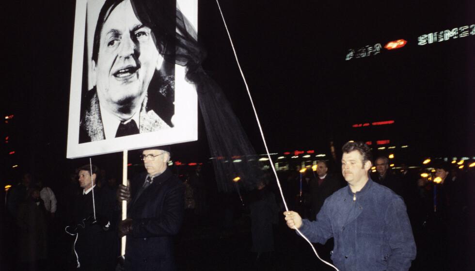 MINNEHØYTID I OSLO: I Oslo gikk folk i fakkeltog for å minnes Olof Palme etter drapet. Foto: Inge Gjellesvik/NTB Scanpix