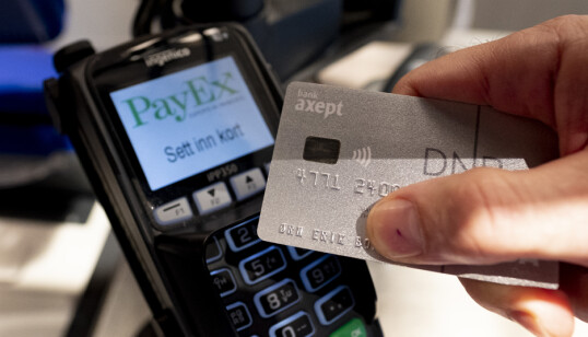 Har kortet ditt det vifteformede tegnet, kan du betale uten kode på terminaler som tilbyr kontaktløs betaling. Dette kalles tæpping. Foto: NTB Scanpix
