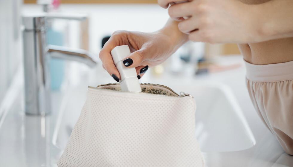 Har du sjekket hva dine favorittprodukter inneholder før du smører dem på huden? Foto: Shutterstock/NTB Scanpix