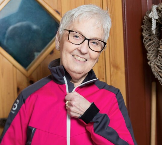 Ragna trente med fysioterapeut før transplantasjonen for å være i best mulig form. Foto: Ellen Jarli