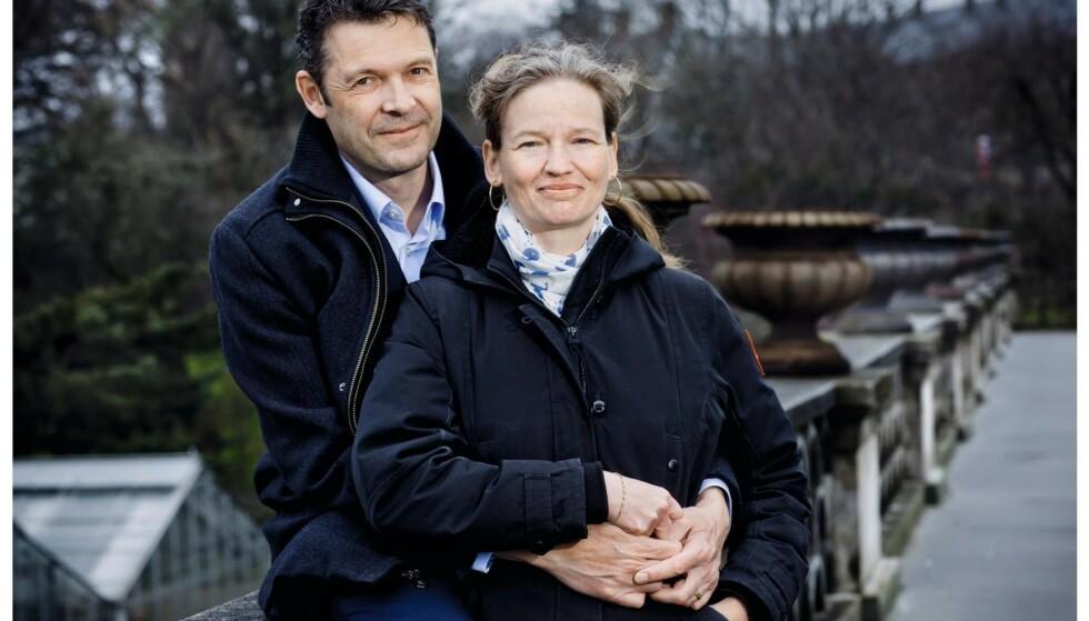 Peter vek aldri fra Rikkes side da hun var syk. Han er forsker som henne, og fordypet seg i konas tilstand. Foto: Claus Boesen