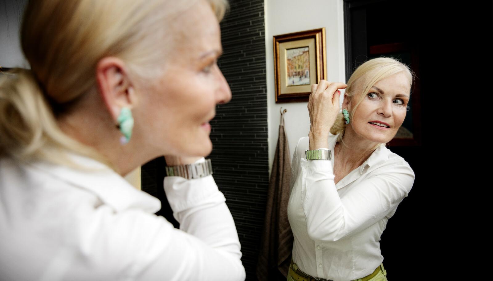 PRIORITERER UTSEENDET: Marit Bakke har blant annet fikset på huden på halsen og tar jevnlig injeksjoner med botox. - Jeg bryr meg ikke om hva folk mener, sier hun. Foto: Nina Hansen/Dagbladet