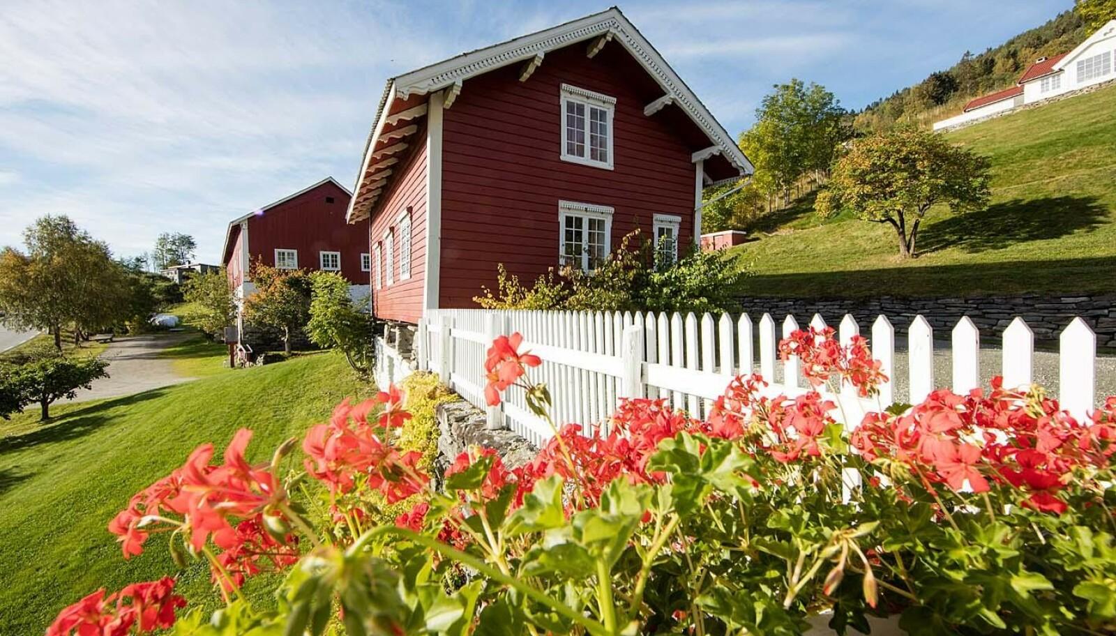Bonderomantikk på gårdsturisme i Sogn er blant de mest populære tilbudene fra Escape Travel i sommer. Foto: Nes Gård