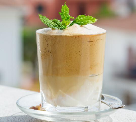 Dalgona lages av pulverkaffe. Foto: Shutterstock/NTB Scanpix