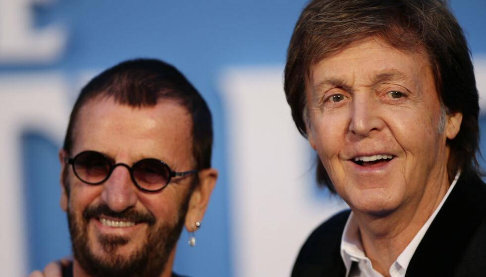 Ringo Starr, til venstre, sammen med det eneste andre gjenlevende medlemmet av The Beatles, Sir Paul McCartney (78). Foto: NTB/Scanpix
