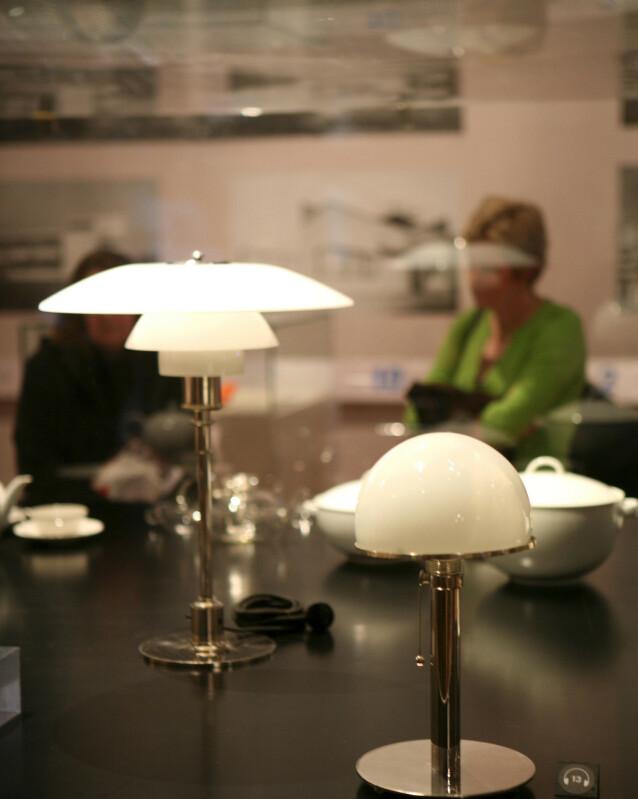 FRA 1920-TALLET: PH bordlampen (til venstre) ble designet av den danske designeren Poul Henningsen i samarbeid med Louis Poulsen i 1925-1926. Den er fortsatt like populær. Foto: NTB Scanpix