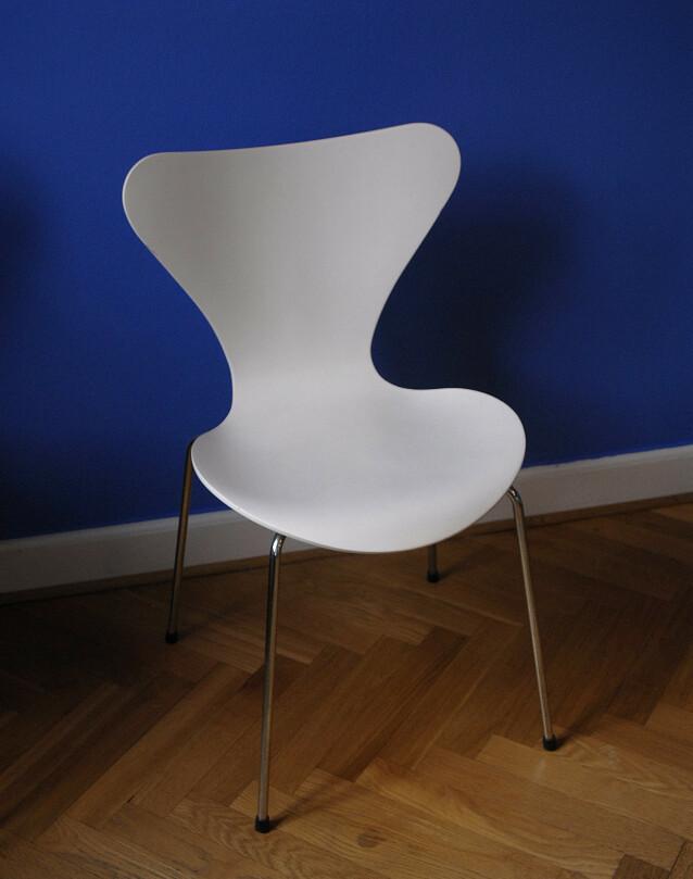ALLTID POPULÆR: Syveren- stolen til Arne Jacobsen ble designet på 50-tallet. Designet er tidløst og moderne. Foto: NTB Scanpix