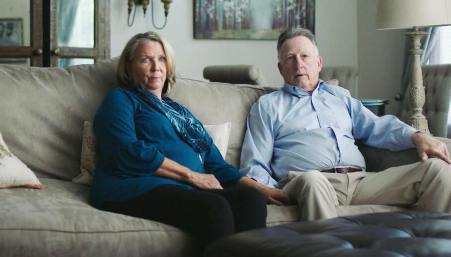 TRUE CRIME: Bob og Gay Hardwick slapp unna seriemorderen The Golden State Killer på mirakuløst vis. Her fra HBO-serien «I'll be gone in the dark». FOTO: HBO