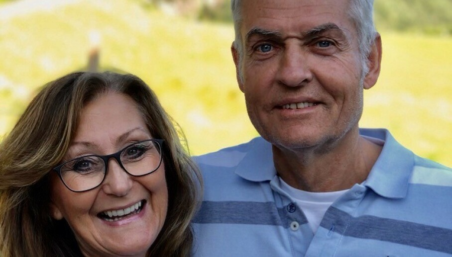 ALDRI FOR SENT: Anne Lise Haavold (59) og Hans Anders Theisen (62) mener det aldri er for sent å studere, men understreker at motivasjon er viktig. Foto: Privat