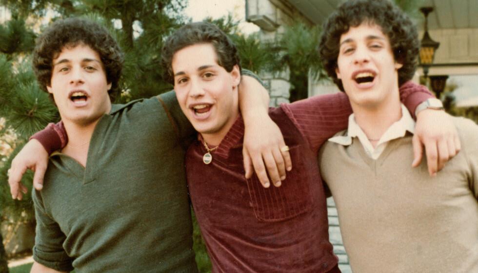 STERKE BÅND: Trillingene Eddy Galland, David Kellman og Bobby Shafran knyttet bånd over natta da de ved en tilfeldighet traff hverandre i 1980. FOTO: AP NTB Scanpix