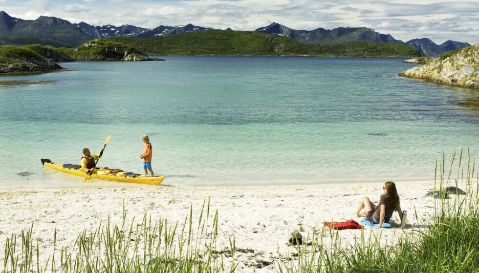 LUNE VIKER: Sommarøy i Tromsø har mange lune viker med finkornet sand. Foto: Christian Houge Visit Norway