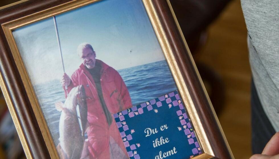 Bildet av Roar på fisketur ble tatt da han var fylt 30 år, som var det året han døde. Foto: Siv-Elin Nærø