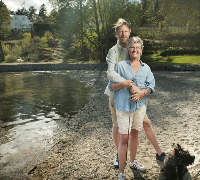 Bare fem minutter fra hjemmet ligger Torødstranda. Dit går de både for å rusle og – når været tillater det – bade. Drømmen er å kjøpe en egen båt. Foto: Xenia Villafranca