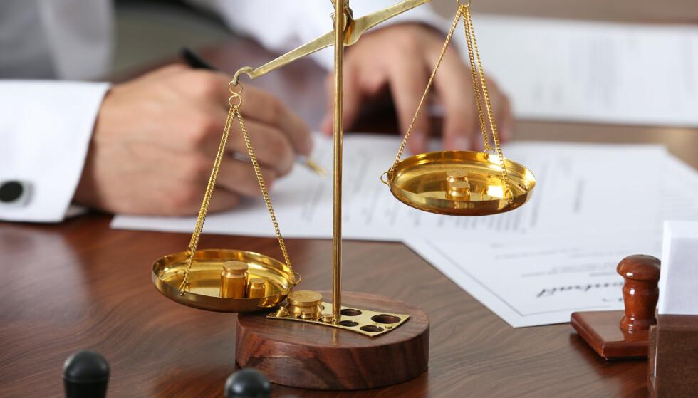 BILLIGERE ALTERNATIVER: Du trenger ikke alltid å oppsøke advokat for å få rettshjelp. Det finnes andre alternativer som er billigere. Foto: Shutterstock NTB Scanpix
