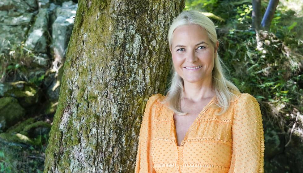 FYLLER ÅR: Kronprinsesse Mette-Marit på Dvergsøya utenfor Kristiansand der kongefamilien ferierte i år. Foto: Lise Åserud / NTB scanpix
