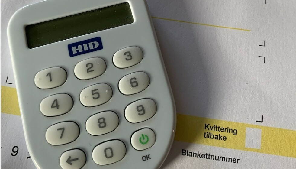 Kodebrikken som du får fra banken, er mer enn bare en nøkkel til nettbanken. Den er din digitale identifikasjon og signatur, og skal adri deles med andre - heller ikke hvis de skal hjelpe deg med å betale regninger. Illustrasjonsfoto: Birgitte Hoff Lysholm