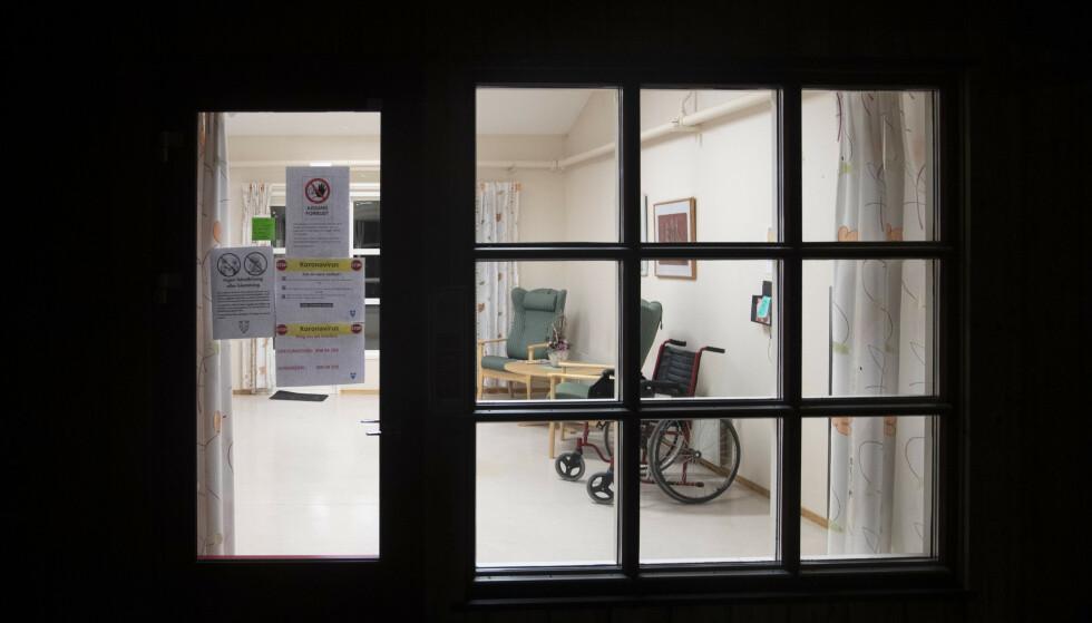 Omsorgsboligene i Grevlingstien i Vestfossen i Øvre Eiker ble i mars stengt for besøkende og pårørende. Foto: Terje Bendiksby/NTB Scanpix