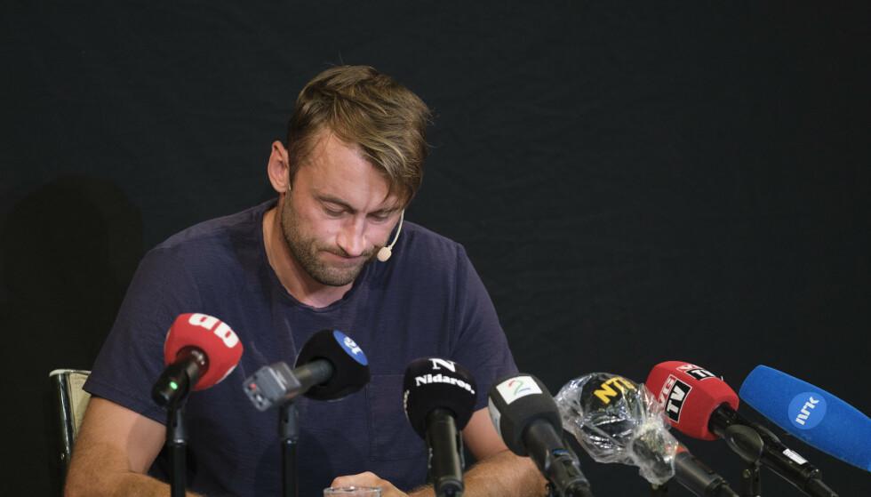 Petter Northug møter pressen fredag etter han for en uke siden ble tatt for å ha kjørt 168 km i 110-sonen på E6. Han er siktet for fartsovertredelse, samt kjøring i påvirket tilstand og oppbevaring av narkotika. Foto: Ned Alley/NTB Scanpix