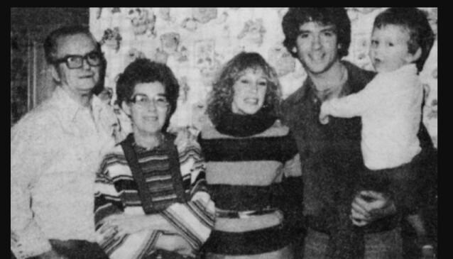 Familie: Patrick Duffy (t.h.) med sønnen Padraic, kona Caitlyn (t.v. for ham), moren Marie og faren Terrence i 1977. Foto: Privat